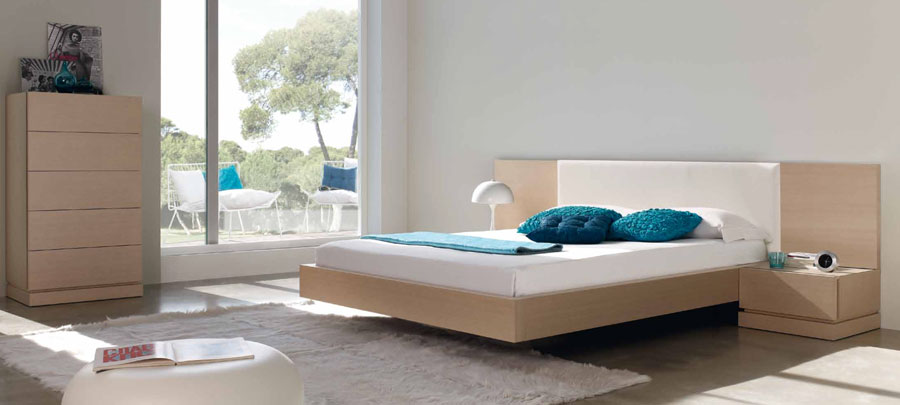 Catia Headboard Bed