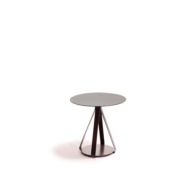 Berry coffee table by LaGranja
