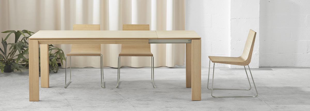 Iru Dining Table